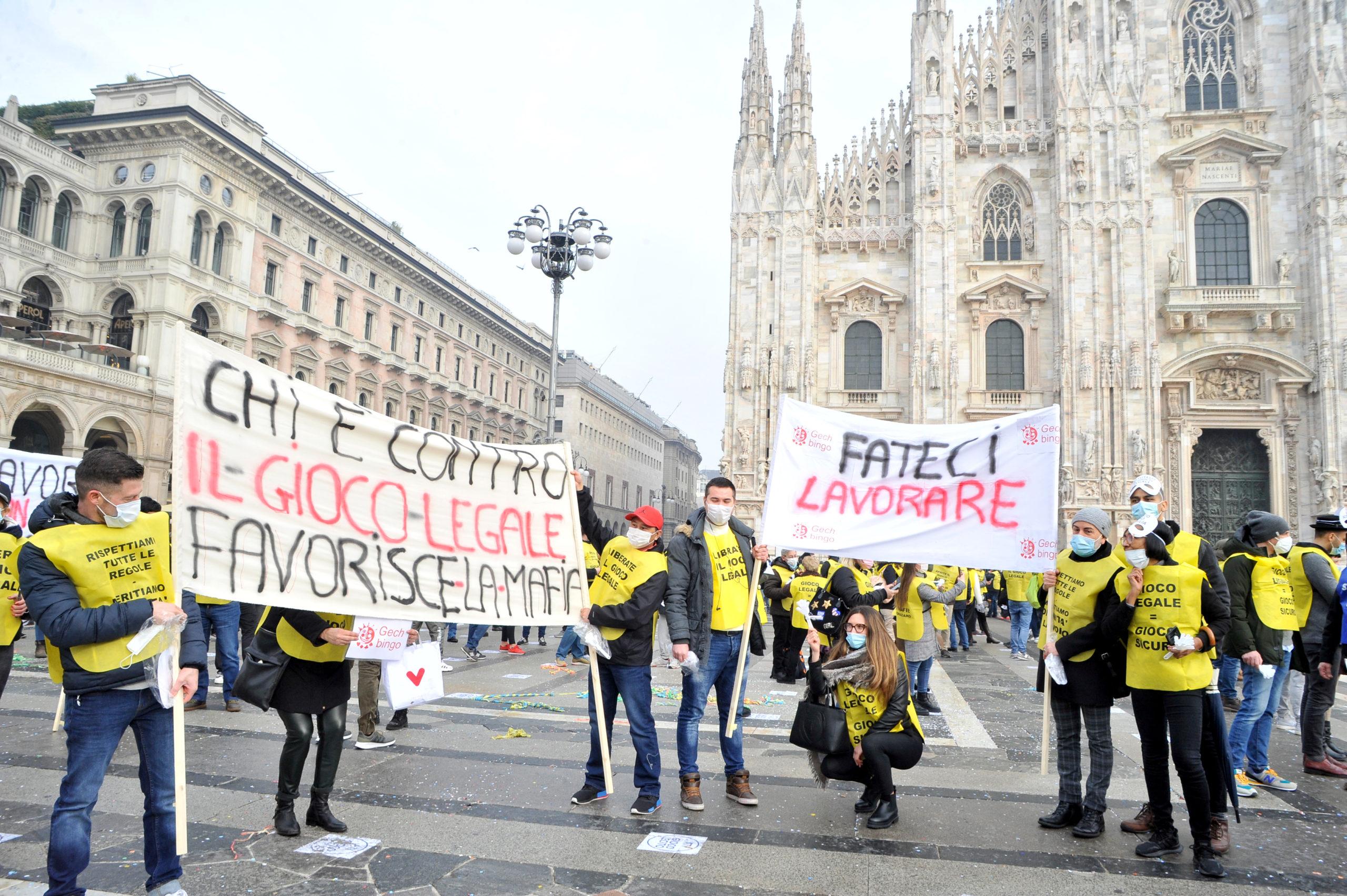 La fotogallery della manifestazione di Milano in Piazza Duomo